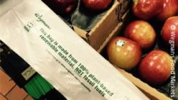Photo: Apples with a plastic bag made from non-renewable fossil; copyright: Wegmans Food Markets